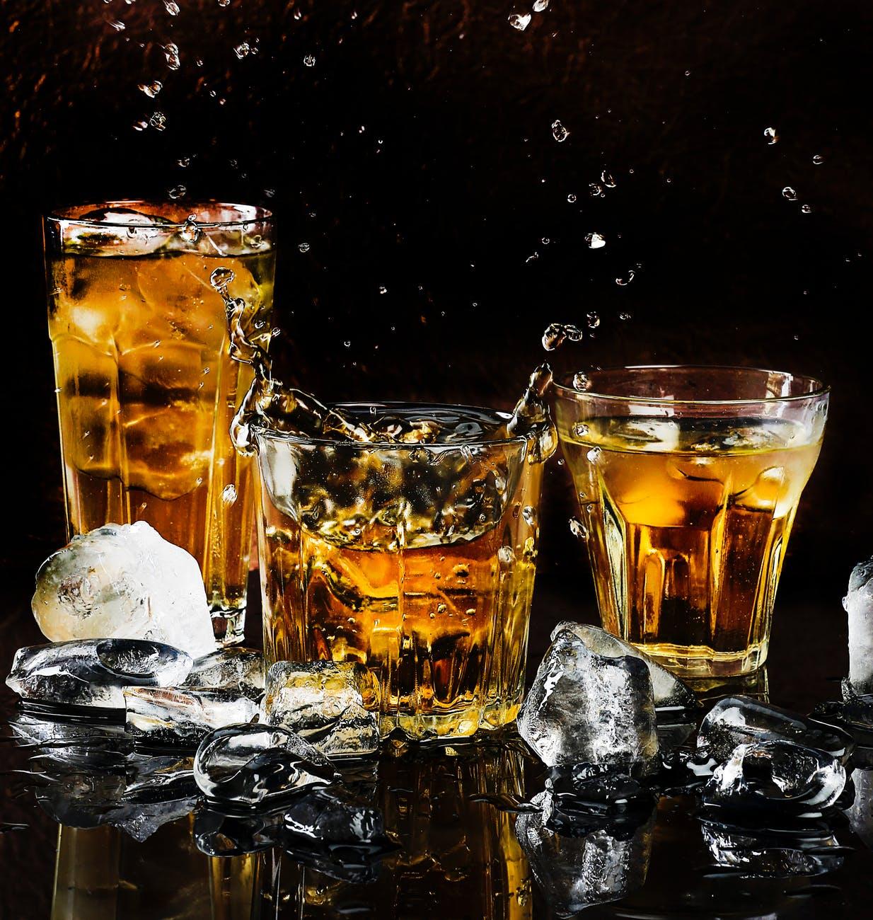 cómo beber whisky